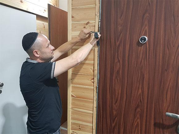 קורס תיקון דלתות אחד על אחד